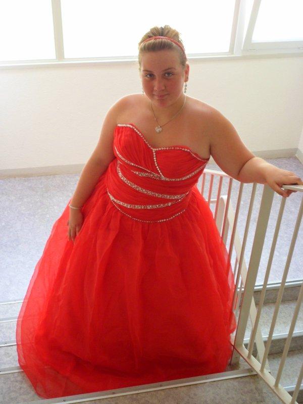 robes de mariee robe de mari e rouge. Black Bedroom Furniture Sets. Home Design Ideas